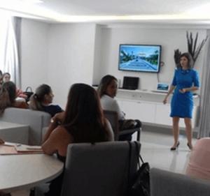 Anne-K.-leva-mulheres-profissionais-a-olharem-além-da-venda